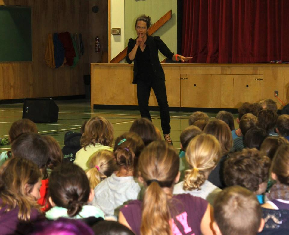 Anne with School Audience 2015
